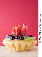 Short pastry with custard and fruit