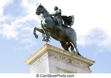 Felipe IV - Statue of Felipe IV en la plaza de Oriente en...