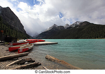 canoes at lake louise banff alberta