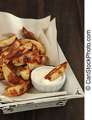 Hand-cut potato chips with aioli