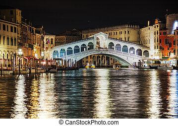 Rialto Bridge (Ponte Di Rialto) in Venice, Italy at night...