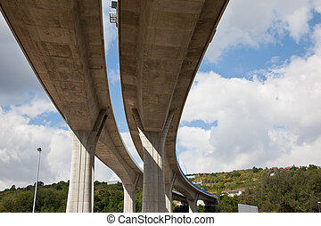 Elevated highway - Concrete pilons supporting elevated...