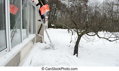 ladder clean snow roof