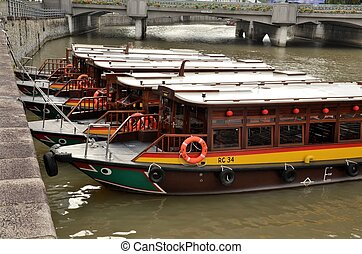 Parked boats Clarke Quay Singapore - Tourist 'bum' boats...