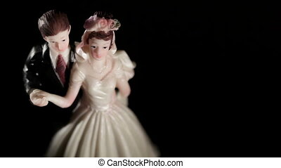 Wedding cake figurines. - Wedding cake figurines rotation on...