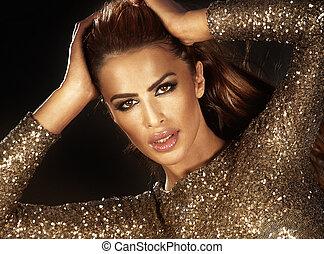 Fashion beauty portrait of beautiful woman