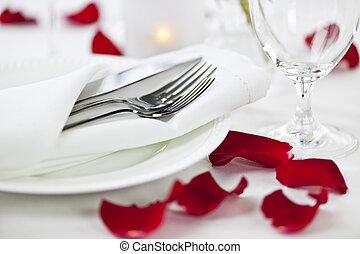 Romantico, cena, regolazione, rosa, petali