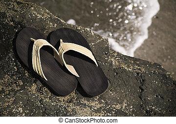 sandalias, orilla