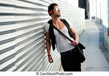 retrato, joven, feliz, hombre, urbano, Plano de fondo