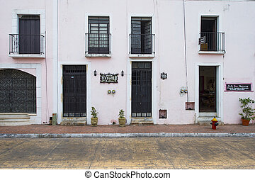 colonial houses in mexico - Row of colonial houses in Mexico