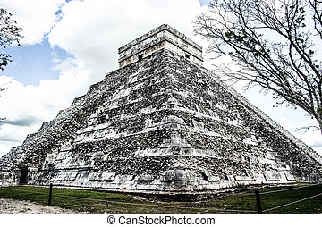 Mayan pyramid of Kukulcan El Castillo in Chichen-Itza...