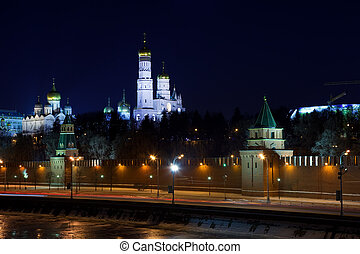 Moscow Kremlin and Moskva River in winter night Russia -...