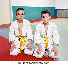 meninos, esportes, corredor, acoplado, judo