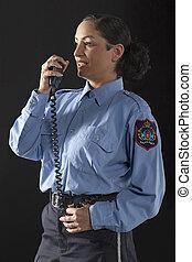 mujer policía, Hablar, ella, cb, teléfono