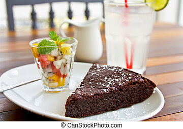 Chocolate fondant with fruit salad and lime juice