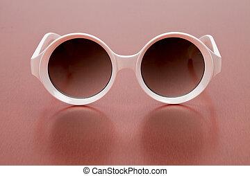 eyeglass - White eyeglass