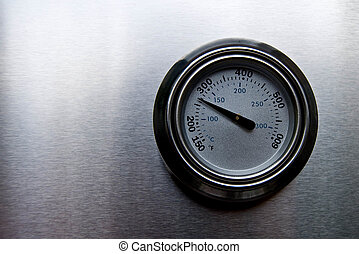 Temperature gauge of BBQ grill displayed on the cover. -...