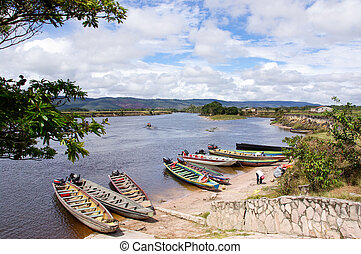 Stop of boats on river in way to waterfall Aponwao in Gran...