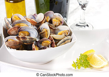 clams  cooked in a dish with lemon and parsley