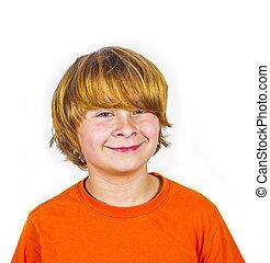 guapo, sonriente, niño, naranja, camisa
