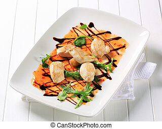 Chicken pieces with hot sauce - Seared chicken pieces with...