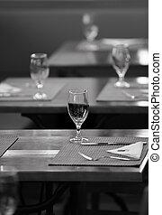 黨, 桌子, 安排