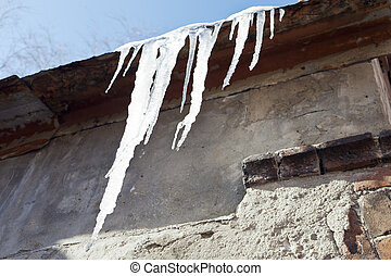 Icicles on the sun - Icicles hang down from a roof and thaw...