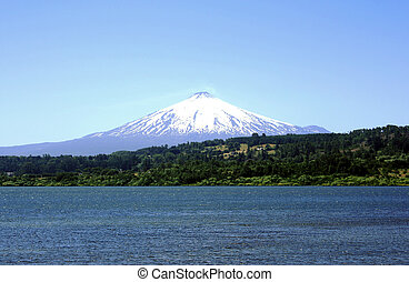 Villarrica vulcano covered in snow
