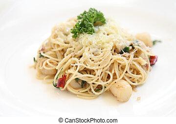 Spaghetti with a spicy scallop