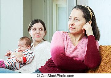 Adulto, hija, bebé, Pregunta, perdón, madre