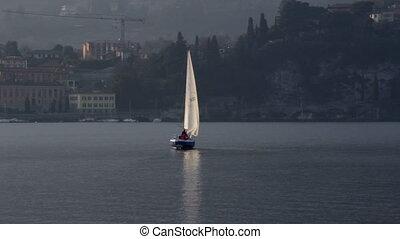 Barca a vela sul Lago di Como - Sailboat on Comos Lake