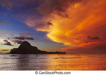 El Nido bay, sunset, Philippines - El Nido bay and Cadlao...