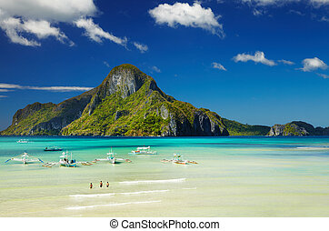 El Nido bay, Philippines - El Nido bay and Cadlao island,...