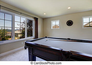 Large family room with pool table and tv. - Large family...
