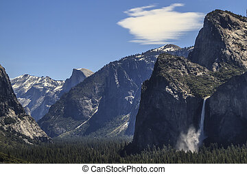 Bridalveil Falls Yosemite Valley - The Yosemite Valley...