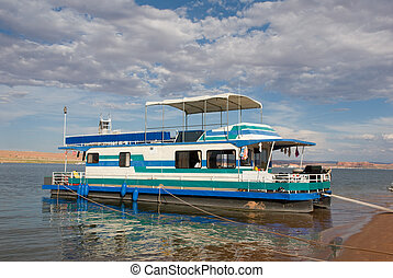 Houseboat on Lake Powell, Utah - Houseboat on Lake Powell in...