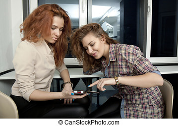 Girls seeing in cell phone