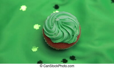 St patricks day cupcake revolving with shamrock confetti...