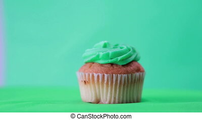 St patricks day cupcake spinning around with shamrock...