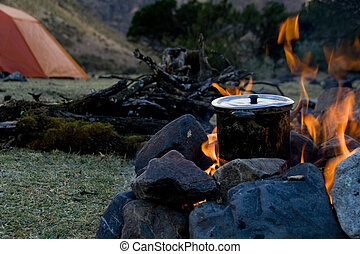 campsite cooking - how to cook at an outdoor campsite