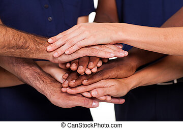 multiracial, mãos, junto