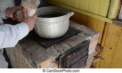 hand pour pea pot stove