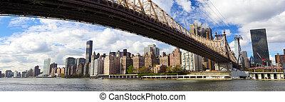 NYC Queensboro Bridge panorama - Manhattan skyline panorama...