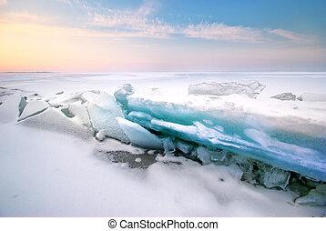 Ice and horizon.