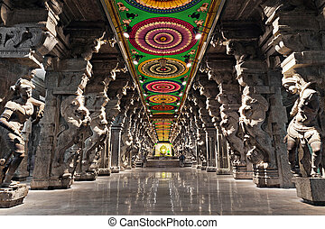 Meenakshi hindu temple - Inside of Meenakshi hindu temple in...