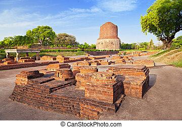 Dhamekh Stupa ruins - Dhamekh Stupa and Panchaytan temple...