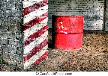 Russian Oil barrel HDR - In einer alten verlassenen halle