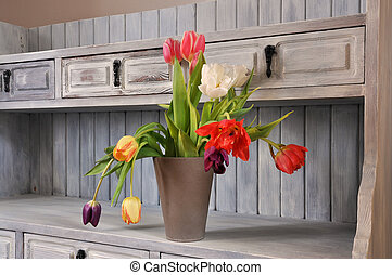 Interior design - Tulips on an old fasioned bookshelf in...