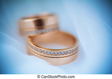 beautiful golden rings on the vail - beautiful golden rings...