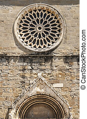 Amatrice - Rose window of the Sant'Agostino church